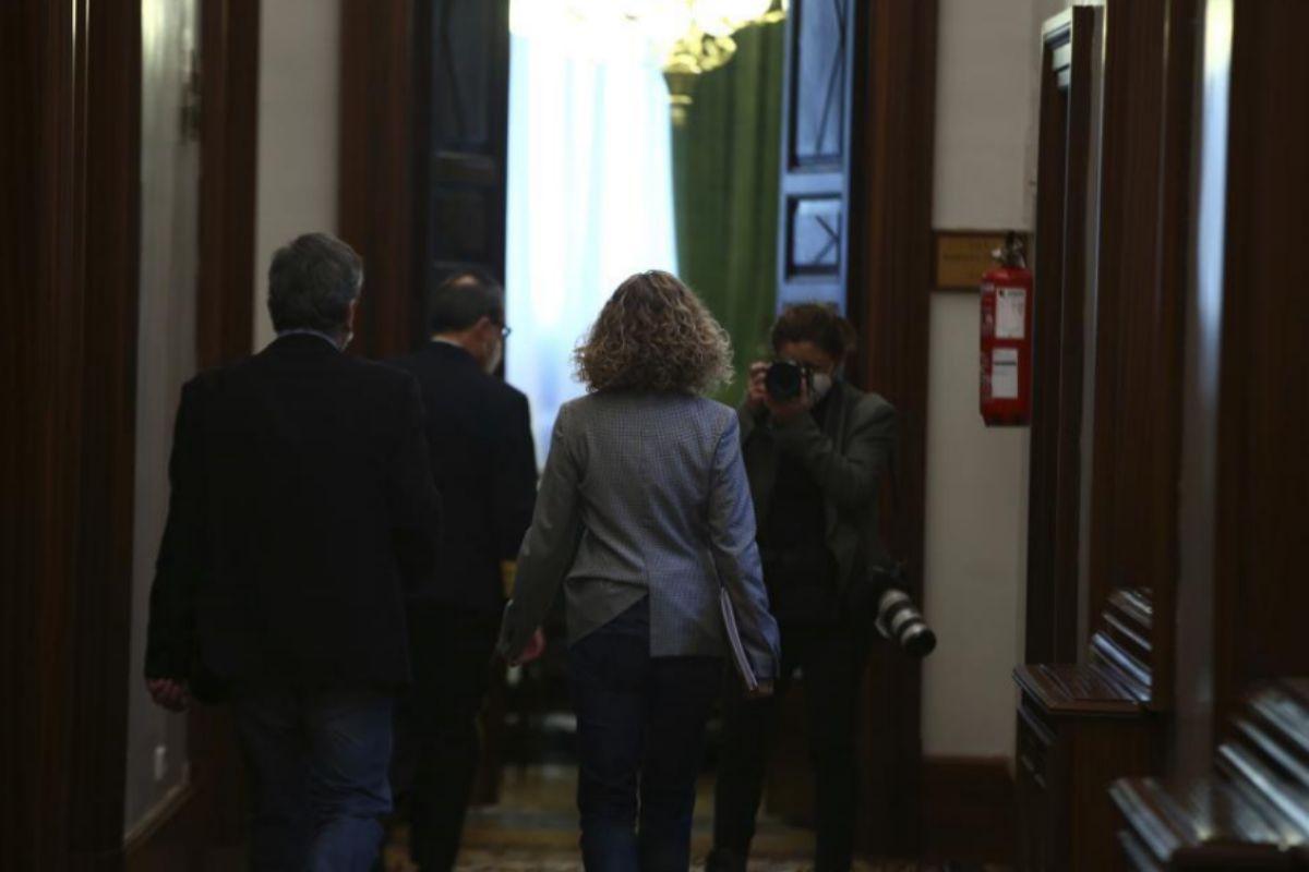 Los miembros de la Junta de Portavoces se dirigen a la reunión en el Congreso.