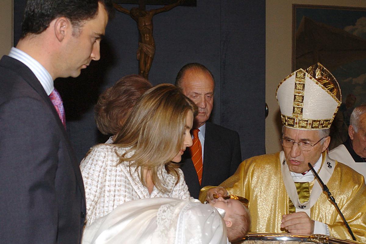 15 años del bautizo de Leonor: un nombre simple, el mismo traje que su padre y abuelo y un coro de Galapagar
