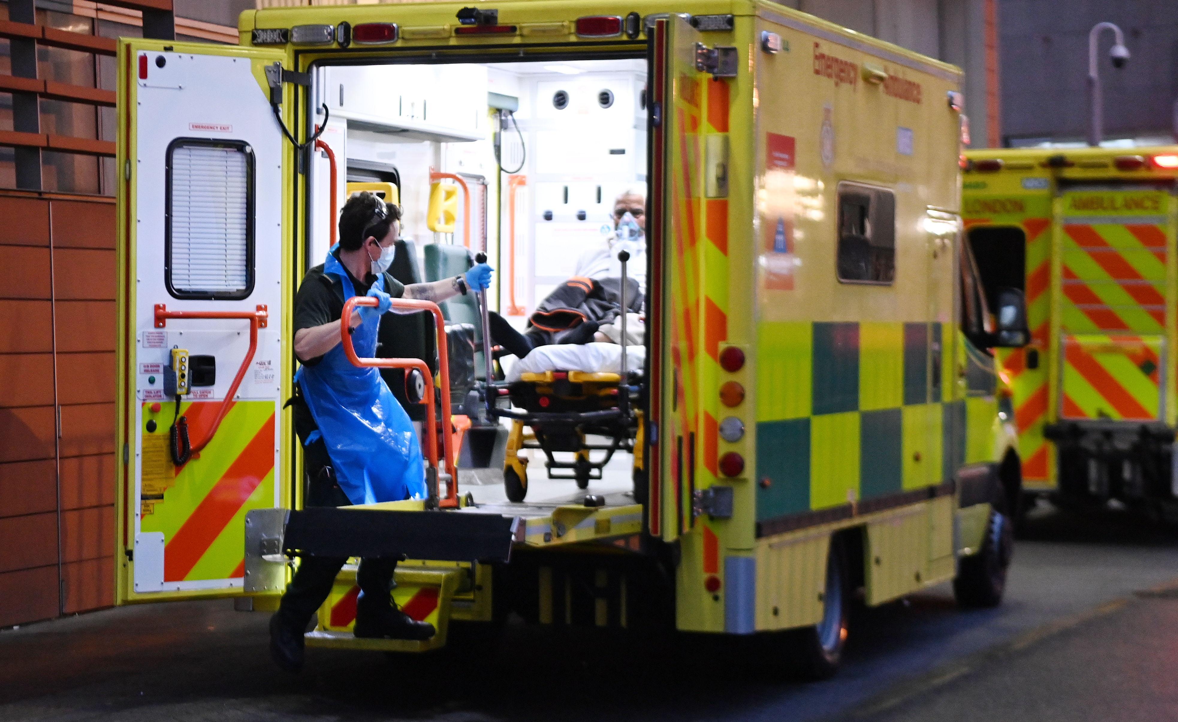 آمبولانس به بیمارستان لندن.