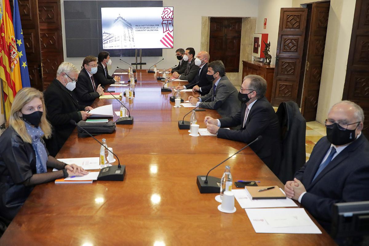 El presidente provincial, José Martí, y la alcaldesa, Amparo Marco, asistieron al encuentro capitaneado por Ximo Puig.