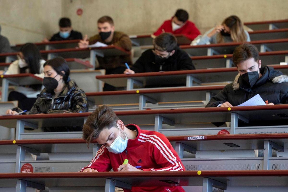 Choque generacional en la universidad: los alumnos piden exámenes 'on line' pero los rectores quieren que sean presenciales