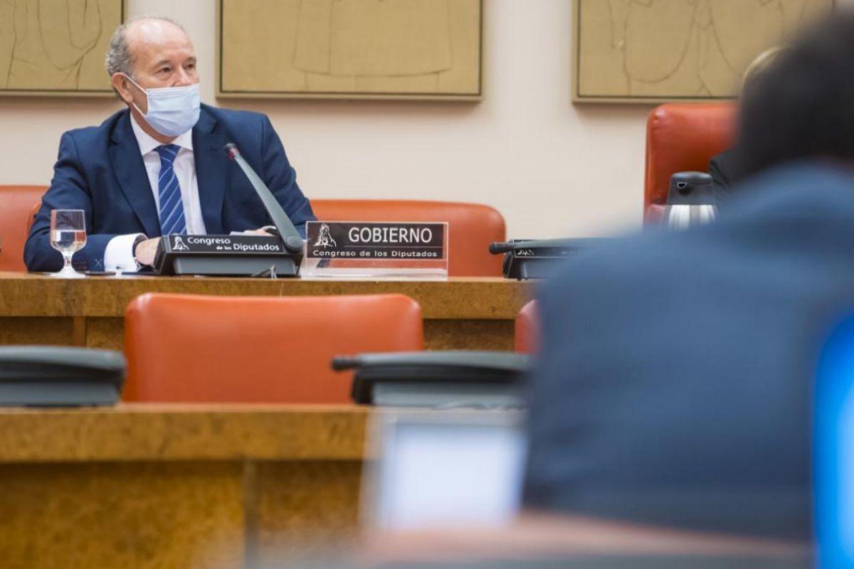 """El ministro de Justicia avisa al Govern para que no aplace las elecciones: """"Suspender la democracia puede traer cosas que no son buenas"""""""