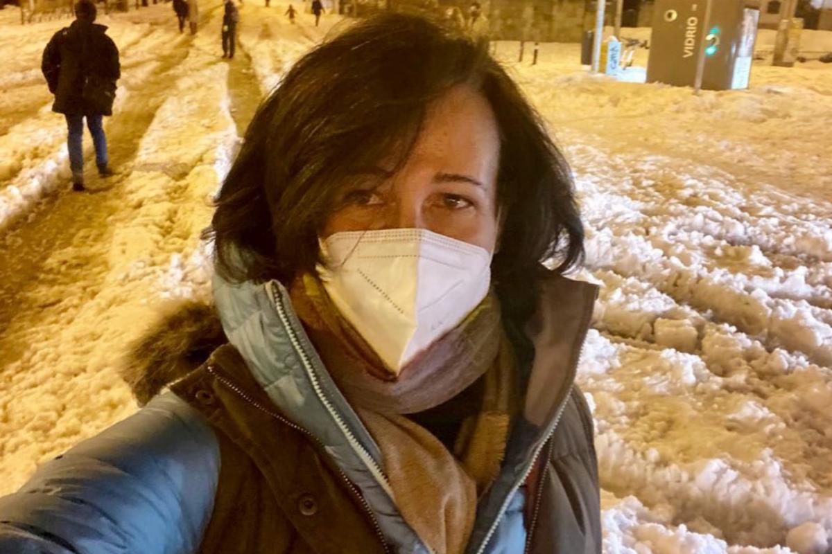 Ana Botín en una calle nevada de Madrid.
