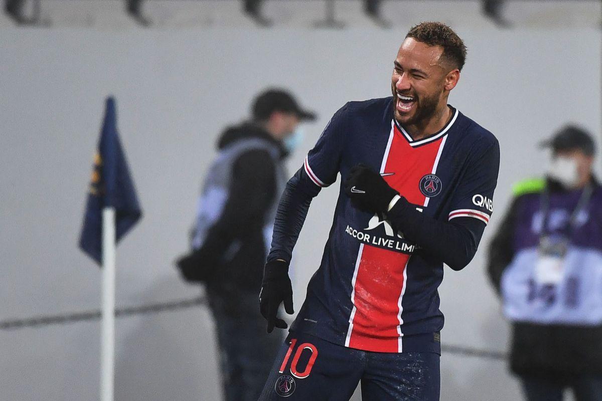 Neymar celebra un tanto en la Supercopa.