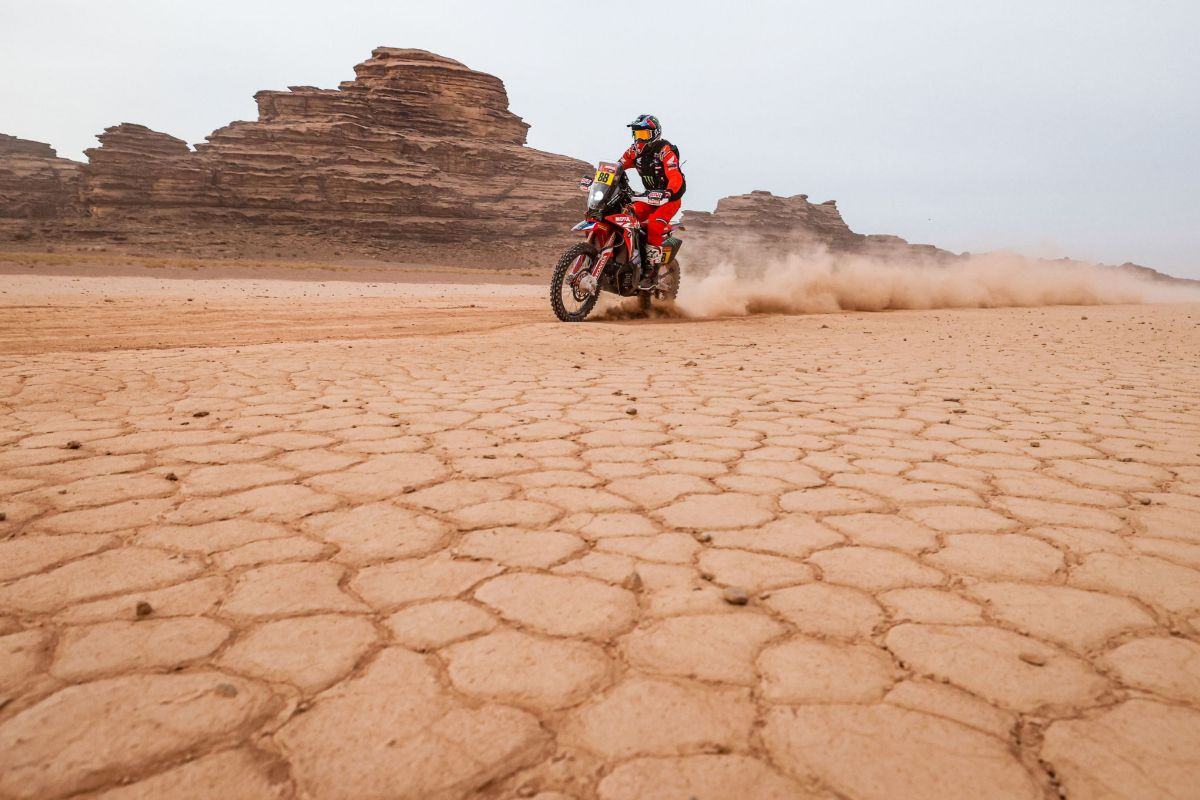 (Saudi Arabia).- A handout photo made available by ASO of Joan Bort lt;HIT gt;Barreda lt;/HIT gt; of Spain, Honda, Monster Energy Honda Team 2021, in action during the 10th stage of the Dakar 2021 between Neom and Al-Ula, in Saudi Arabia, 13 January 2021. (Arabia Saudita, España) EPA/ SHUTTERSTOCK OUT HANDOUT EDITORIAL USE ONLY/NO SALES/NO ARCHIVES