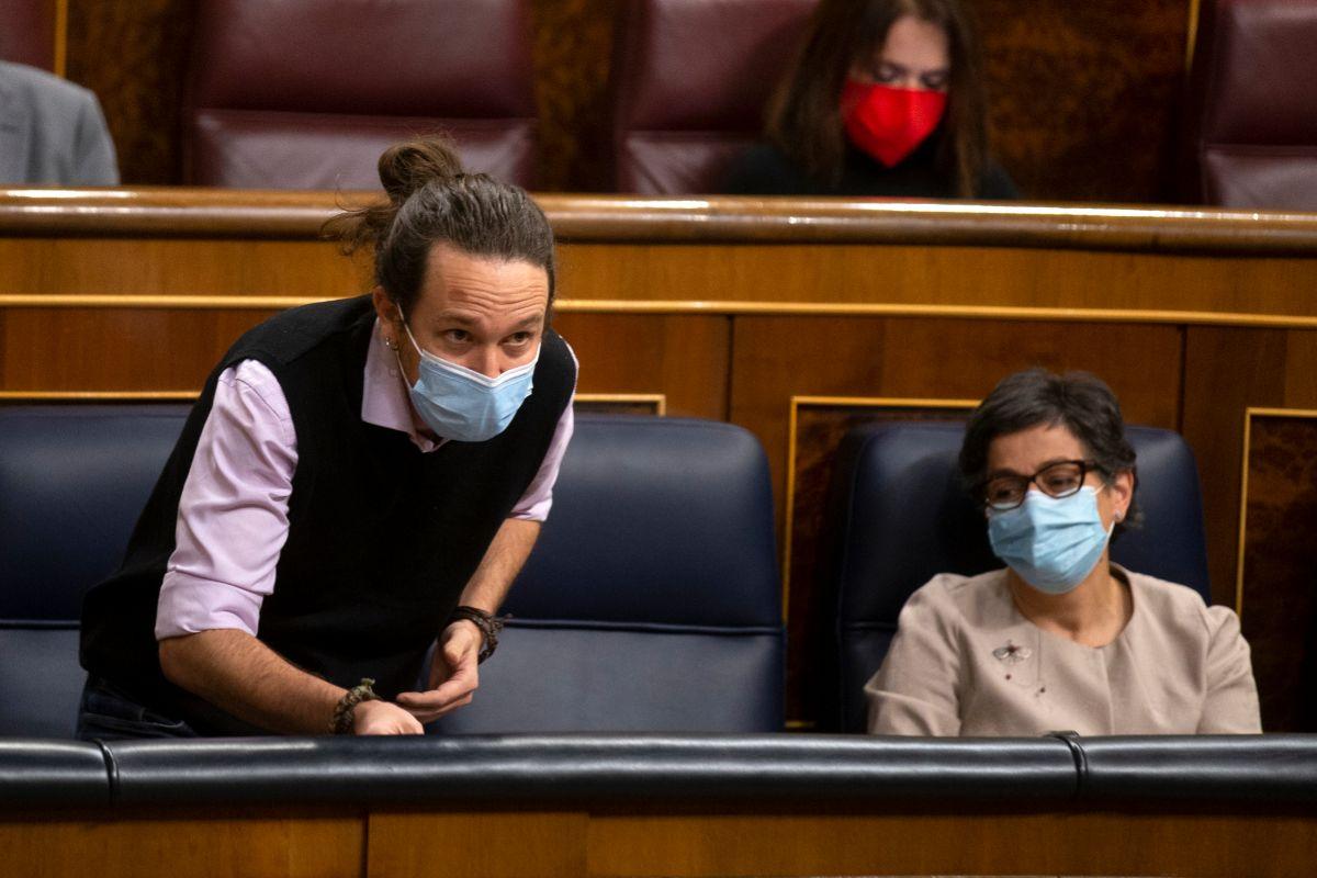Pablo Iglesias interviene en el Congreso, junto a la ministra de Exteriores, Arancha González Laya.