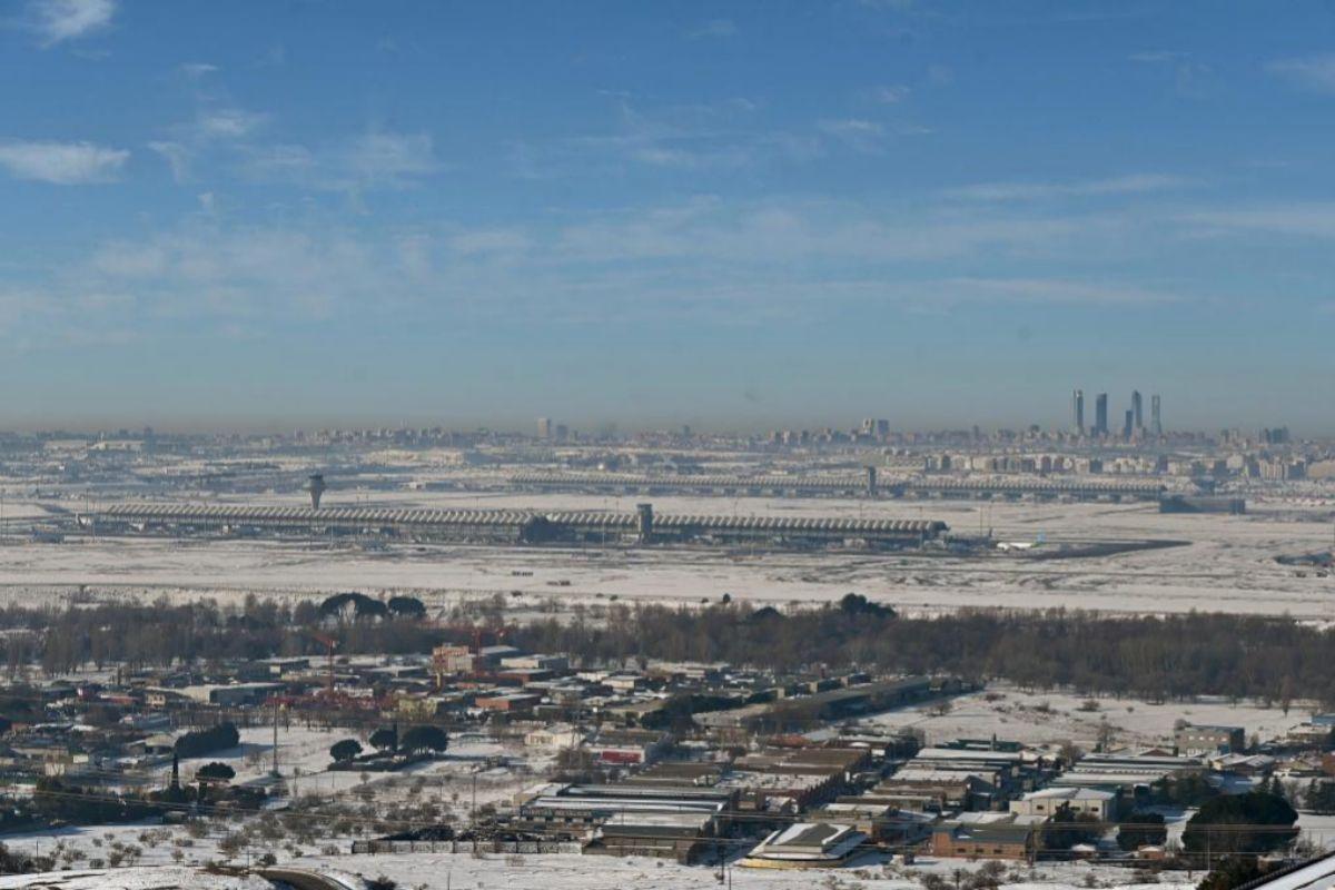 Vista del aeropuerto de Barajas días despés de la nevada