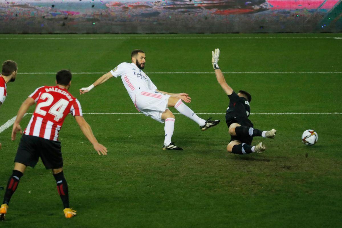 Benzema marcó el tanto del Madrid, concedido por el VAR.