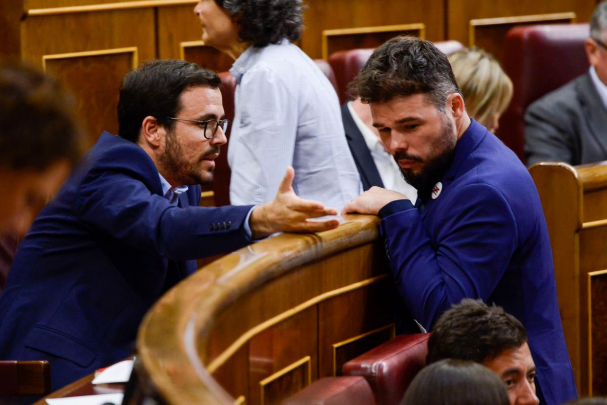 El portavoz parlamentario de ERC, Gabriel Rufián (dcha.), y Alberto Garzón, en una imagen de 2018.