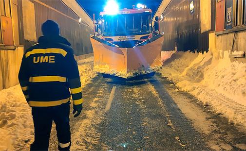 La UME en sus labores de limpieza de la nieve de las calles de Madrid.