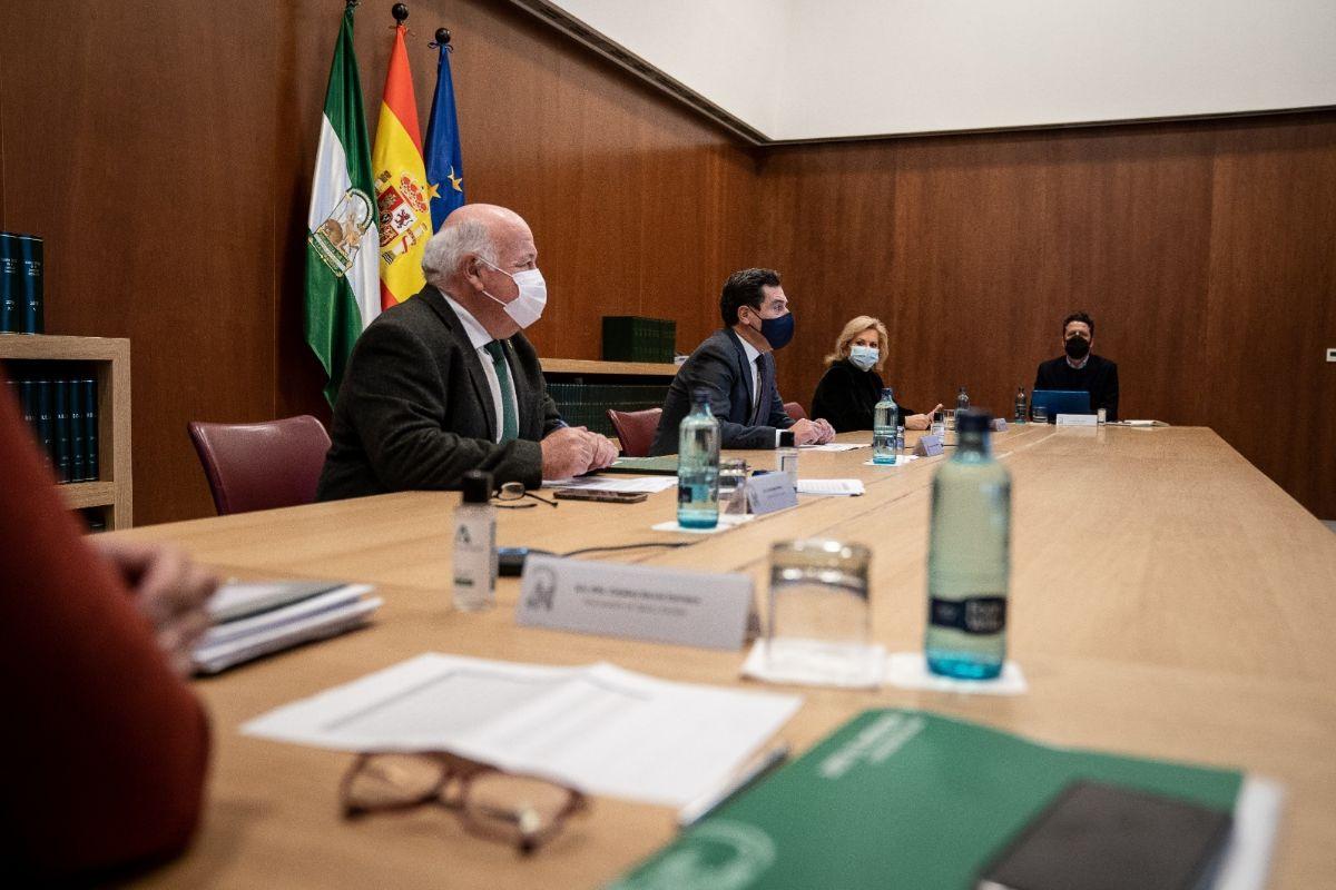 El presidente de la Junta, Juanma Moreno, preside este viernes la reunión del comité de expertos en el coronavirus.
