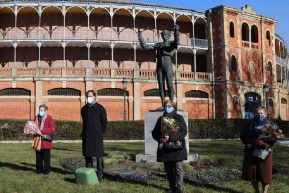 """El alcalde de Salamanca muestra """"su más firme apoyo"""" al sector taurino en el homenaje a Julio Robles"""