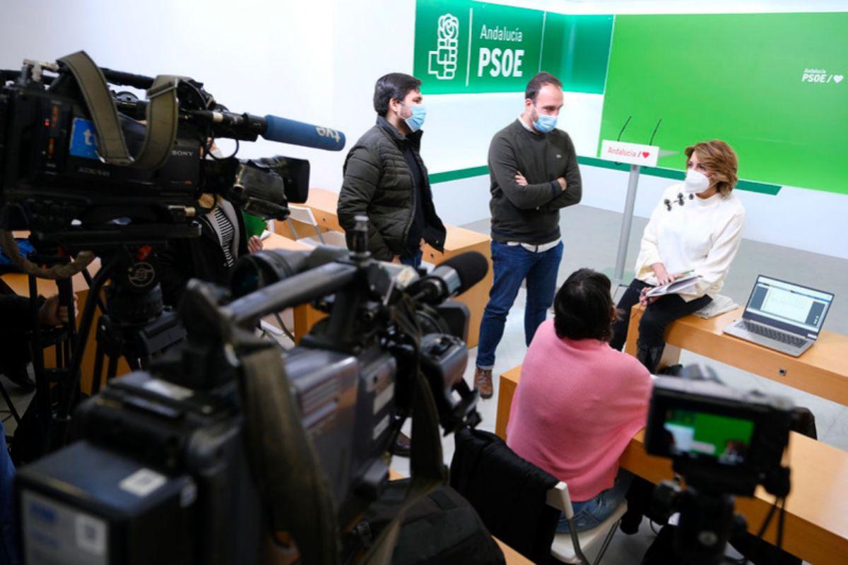 La secretaria general del PSOE-A, Susana Díaz, esta semana con periodistas en la sede del partido en Sevilla.