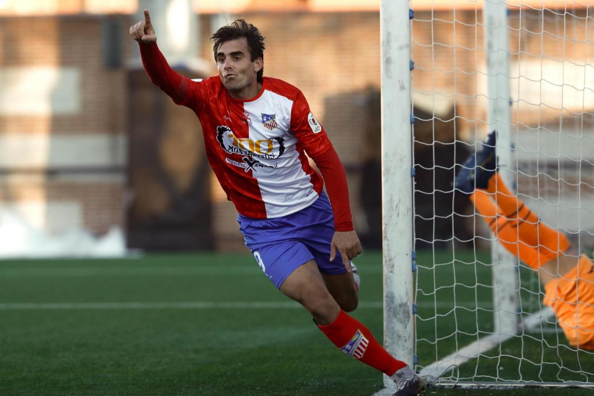 Juan Esnáider celebra uno de sus goles ante el Eibar.