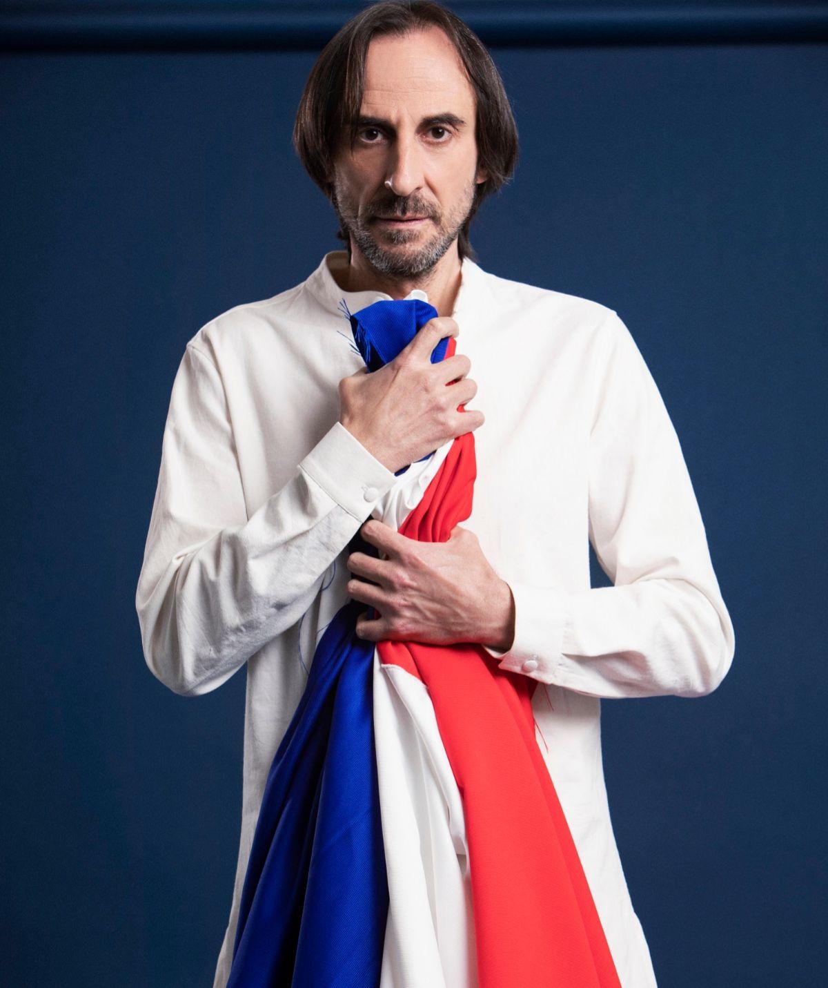 El actor Juan Codina da vida a Jean-Paul Marat  en <em>Marat-Sade</em>.
