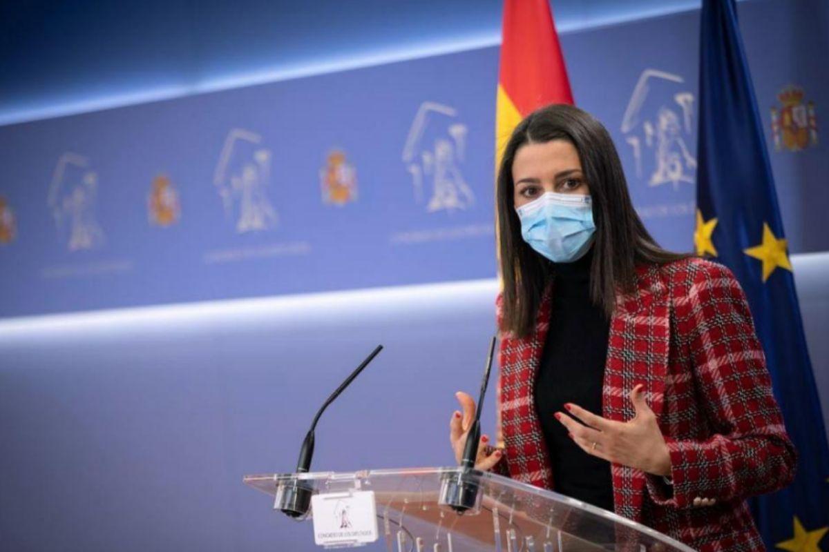 Inés Arrimadas, en rueda de prensa en el Congreso de los Diputados.