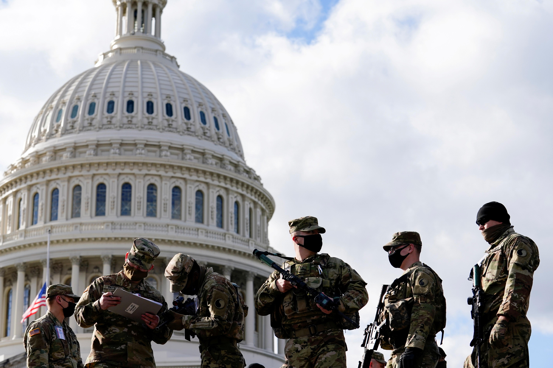 Soldados de la Guardia Nacional en los alrededores del Capitolio, en Washington.