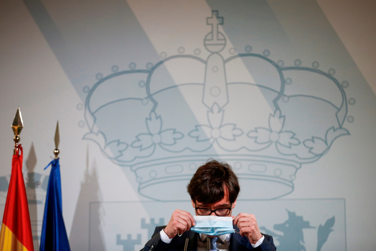 El ministro de Sanidad, Salvador Illa, en una rueda de prensa, este mes, en Barcelona.