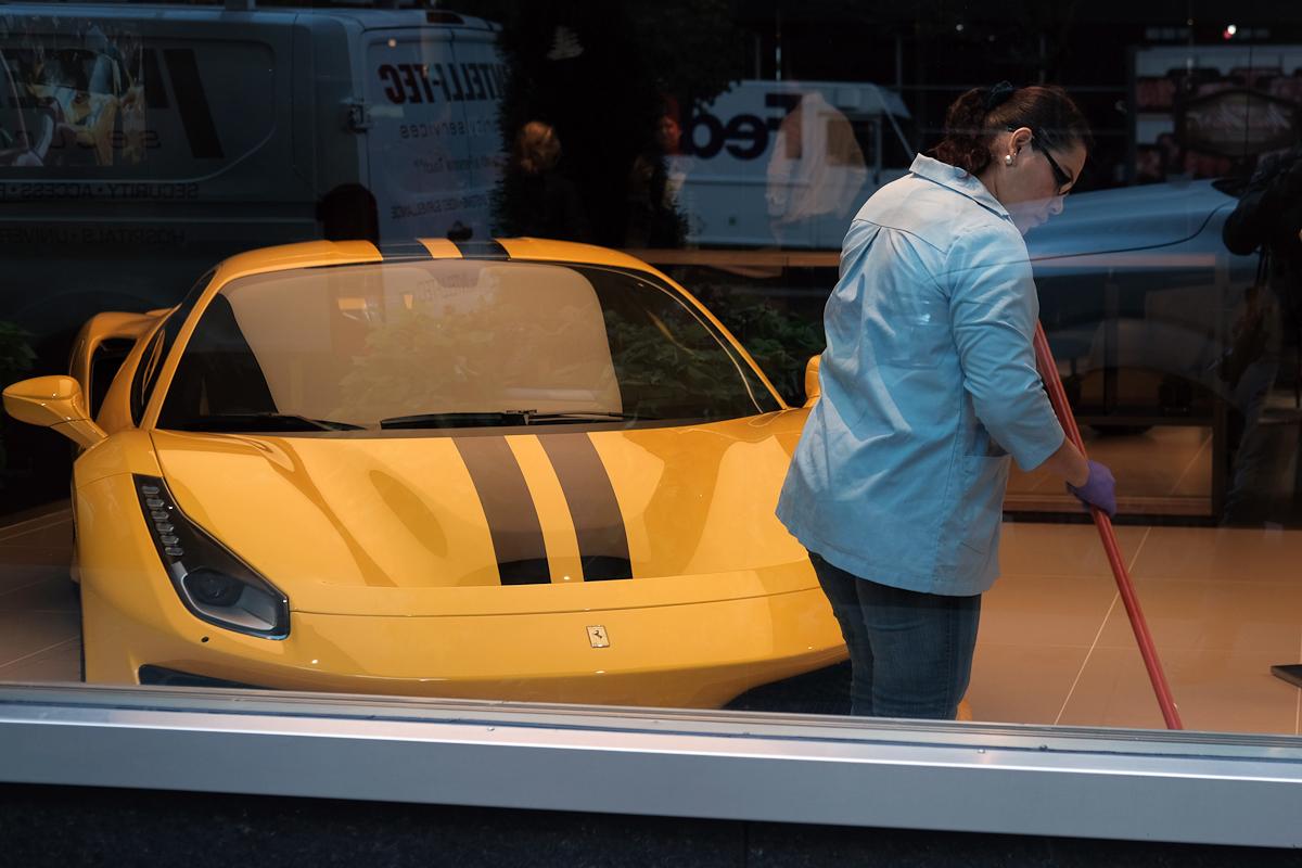 Un concesionario de Ferrari.