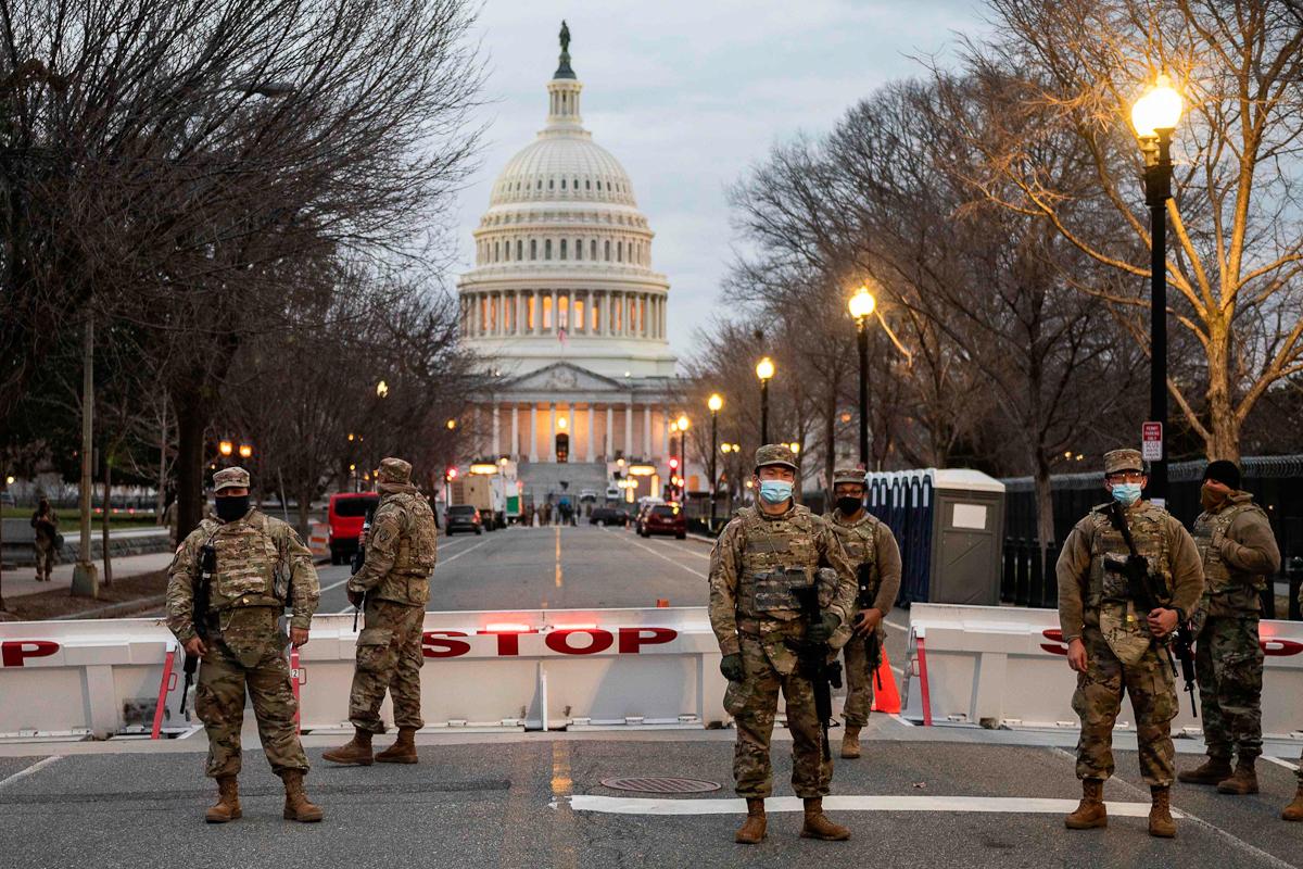 کنترل سربازان گارد ملی در واشنگتن.