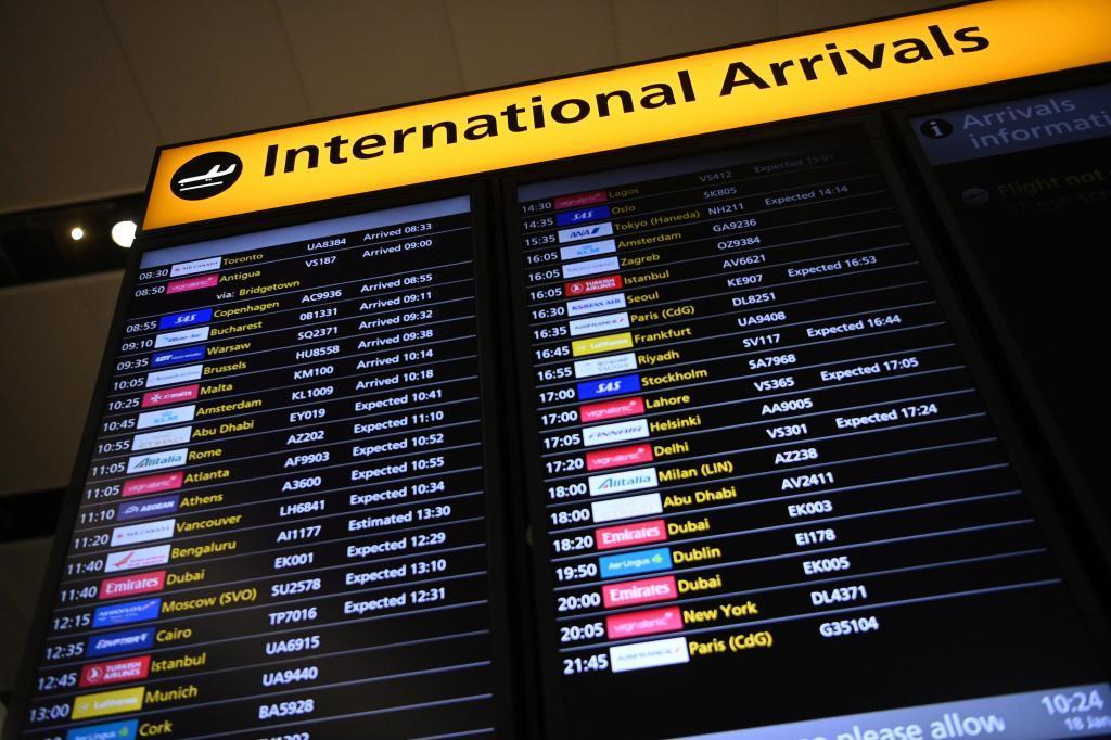 پنل ورود بین المللی در فرودگاه ایالات متحده.