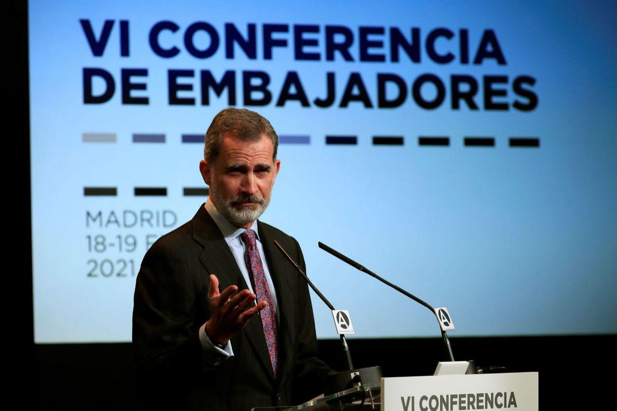 """Felipe VI anima a los embajadores a consolidar España como """"una referencia internacional"""""""