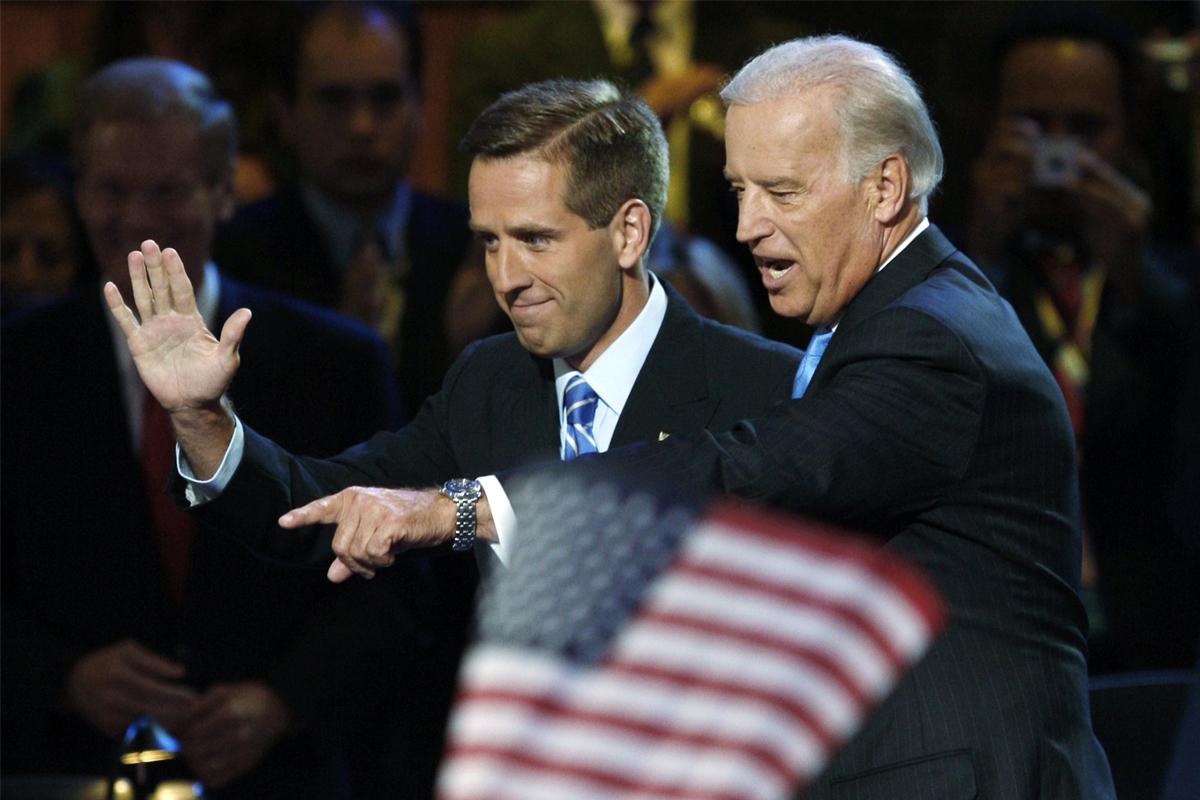 Joe Biden junto a su hijo Hunter.