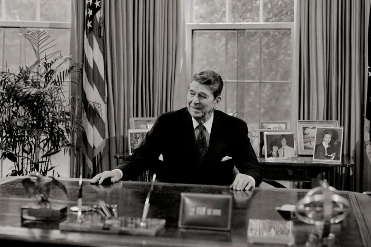 Ronald Reagan en el Despacho Oval.