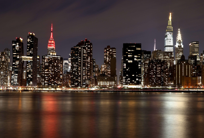 El Empire State Building iluminado en homenaje a las víctimas de Covid-19 en EEUU.