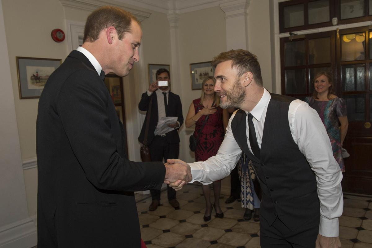 Gary Barlow, con el príncipe William, en 2015.
