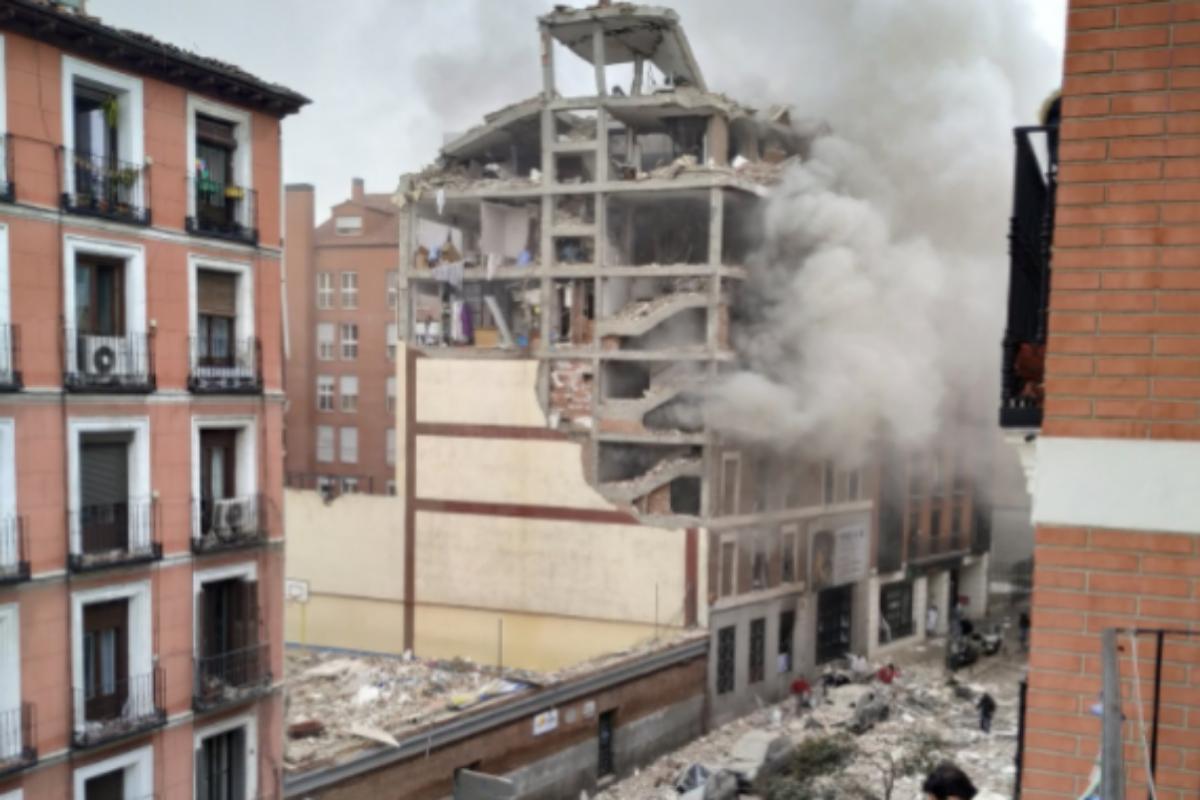 Al menos dos muertos en una fuerte explosión en Madrid destroza un edificio en la zona de la Puerta de Toledo