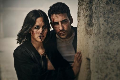 Miguel Ángel Silvestre con Megan Montaner en '30 monedas'.