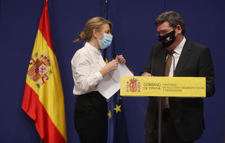 La ministra de Trabajo, Yolanda Díaz, junto al de Seguridad Social, José Luis Escrivá.