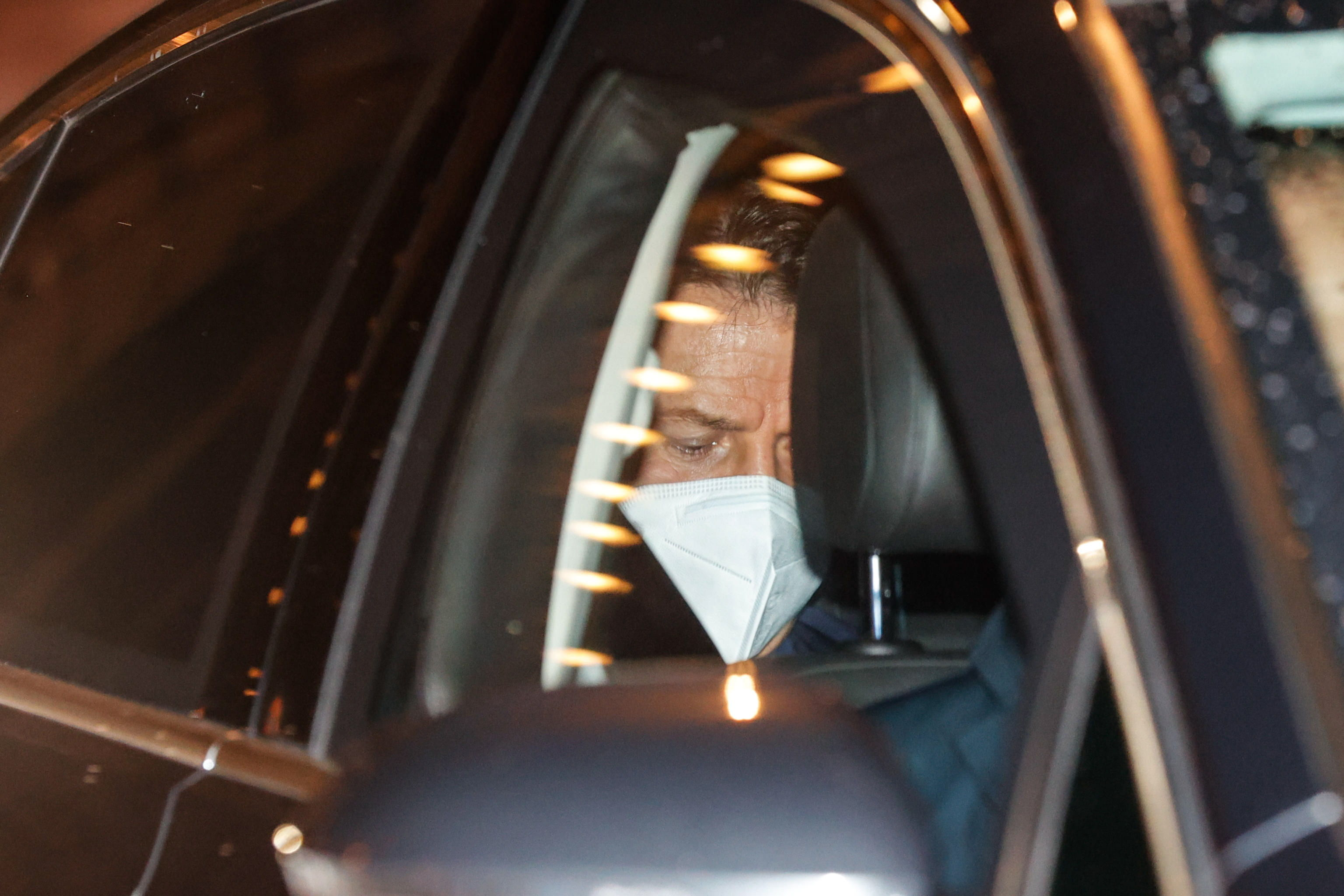 Conte se dirige a su reunión con el presidente Mattarella.