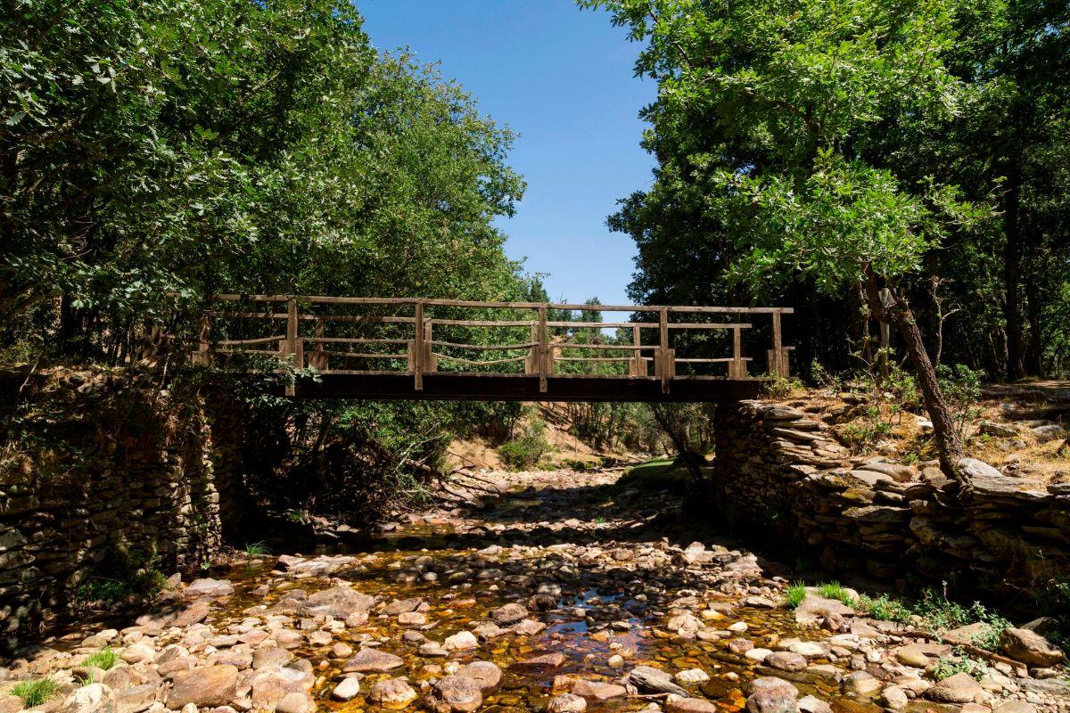 Puente de madera en La Hiruela.