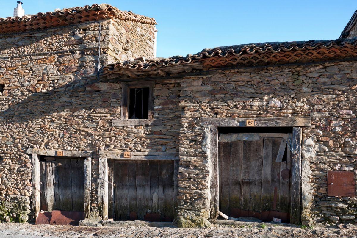 Vivienda de piedra de La Hiruela.
