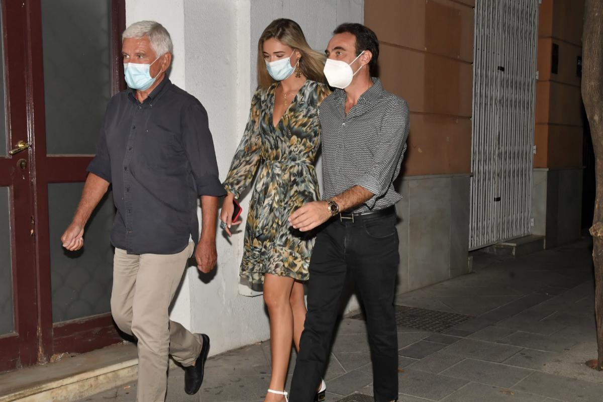 Ana Soria, este verano junto a su padre, Federico, y Enrique Ponce.