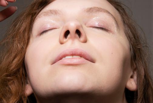 Luz e hidratación: las claves para que una piel se vea joven pasen los años que pasen.