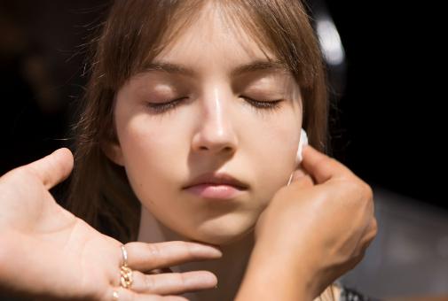 La doble limpieza nocturna, un básico en pieles maduras.