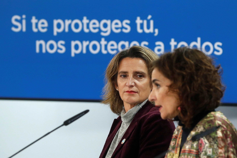 La vicepresidenta cuarta, Teresa Ribera y la ministra Portavoz, María Jesús Montero, el pasado martes en Moncloa