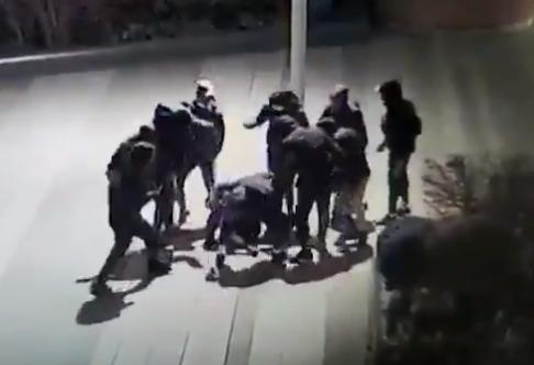 """Consternación en Francia por la brutal paliza a un chico de 15 años: """"Las imágenes son insoportables"""""""