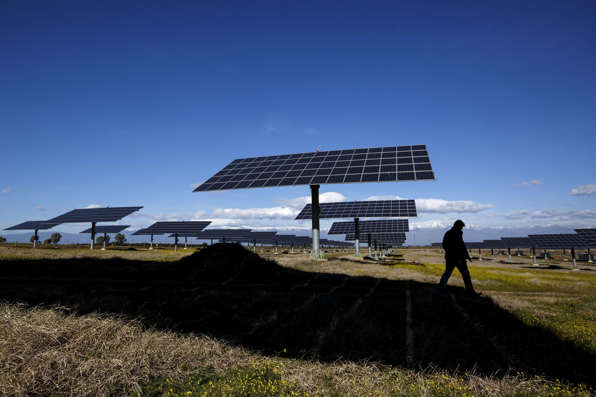 Huerto solar en la región de Extremadura.