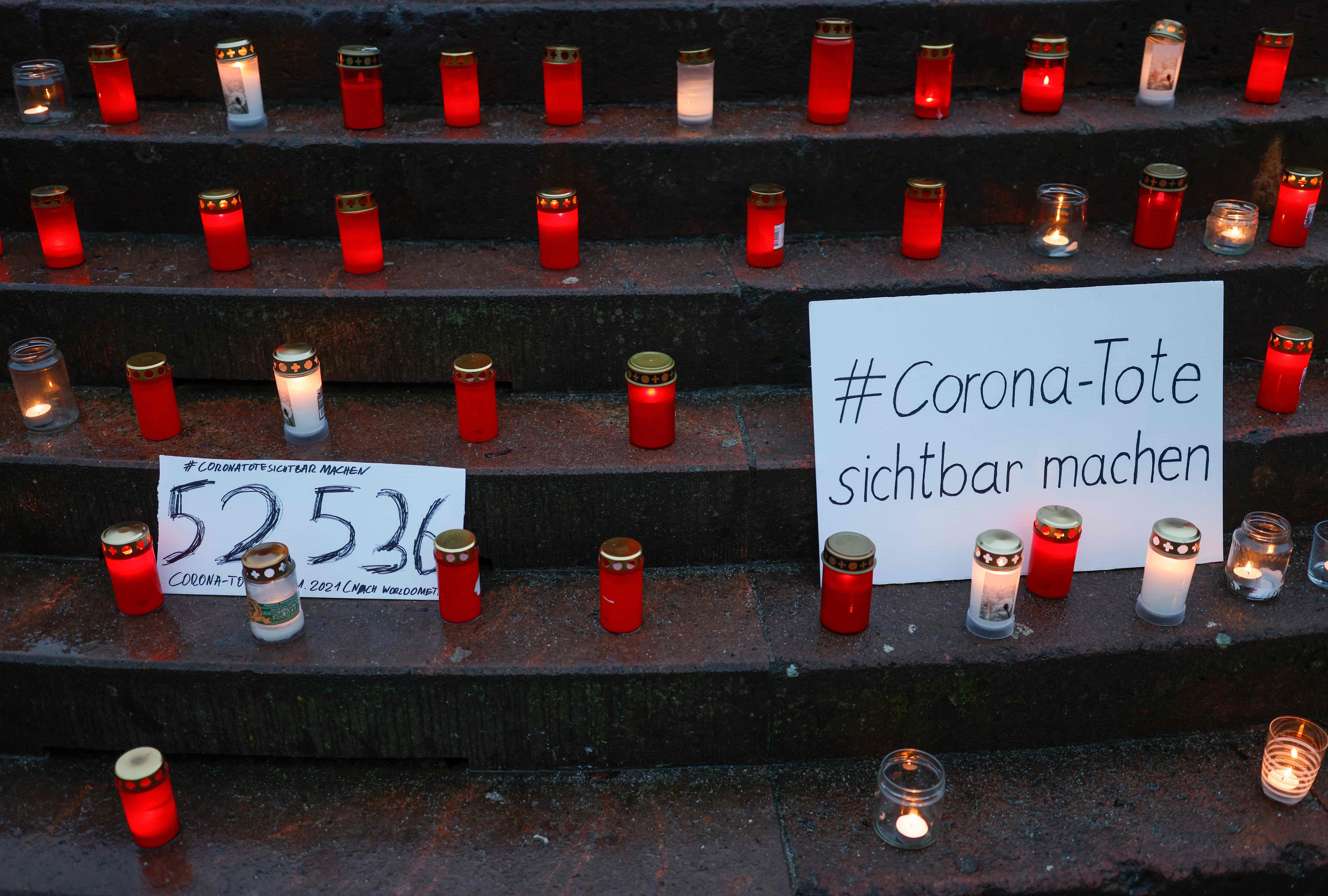 شمع به احترام مرحوم کوید در برلین