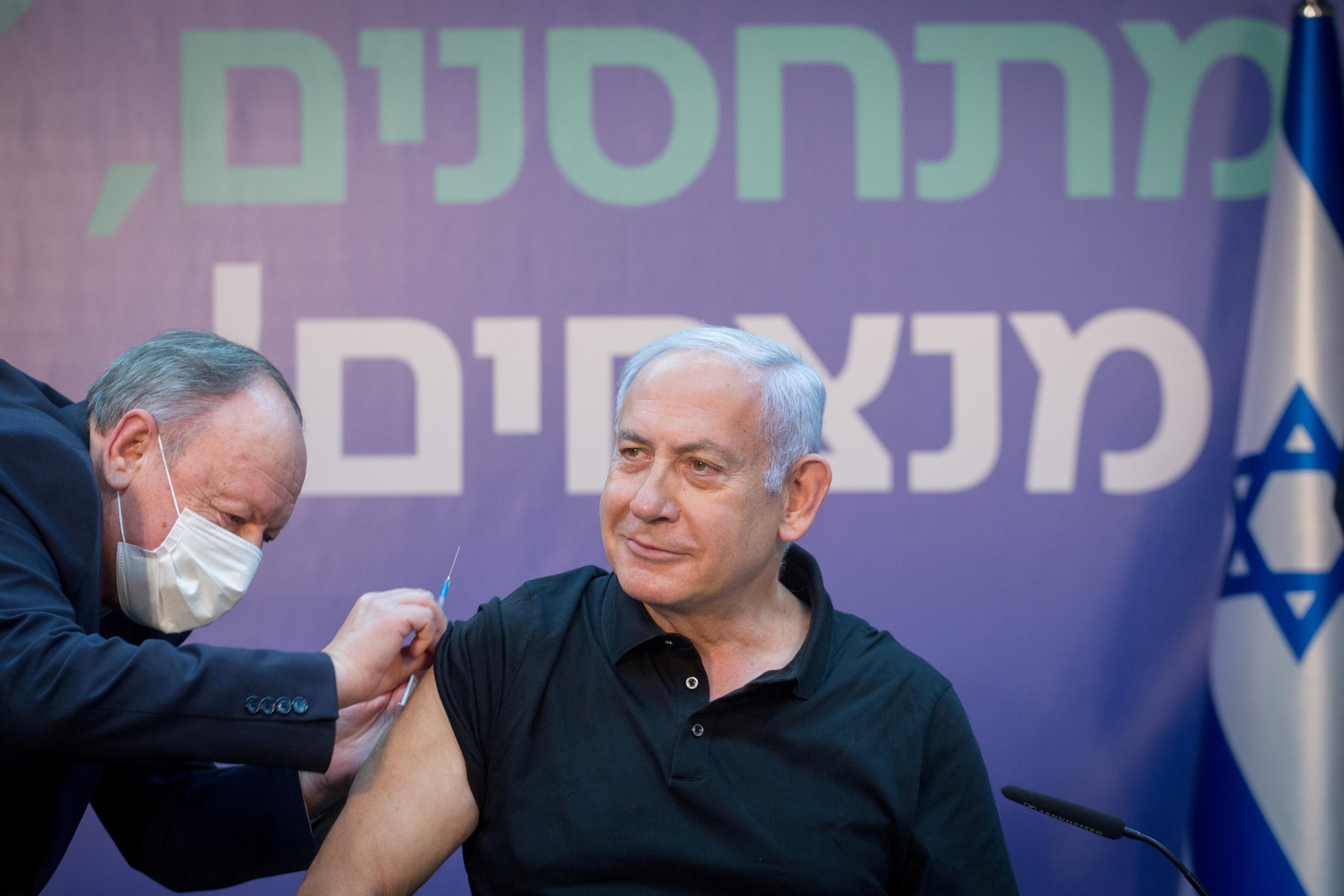 Netanyahu se vacuna contra el Covid en Israel.