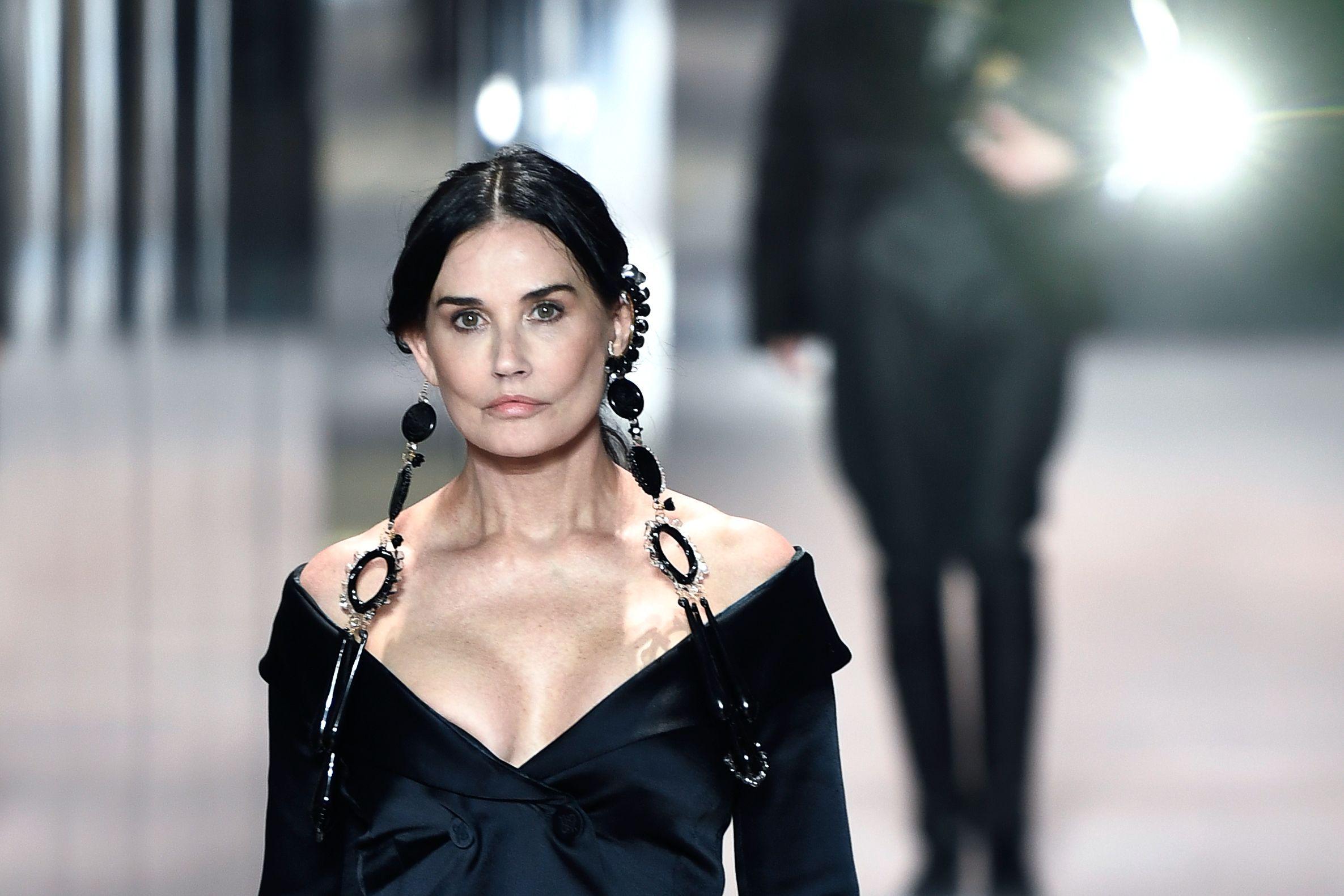 Demi Moore desfila para Fendi en París este miércoles.