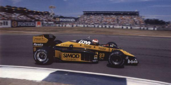 Campos, con Minardi, en el Mundial de 1987.