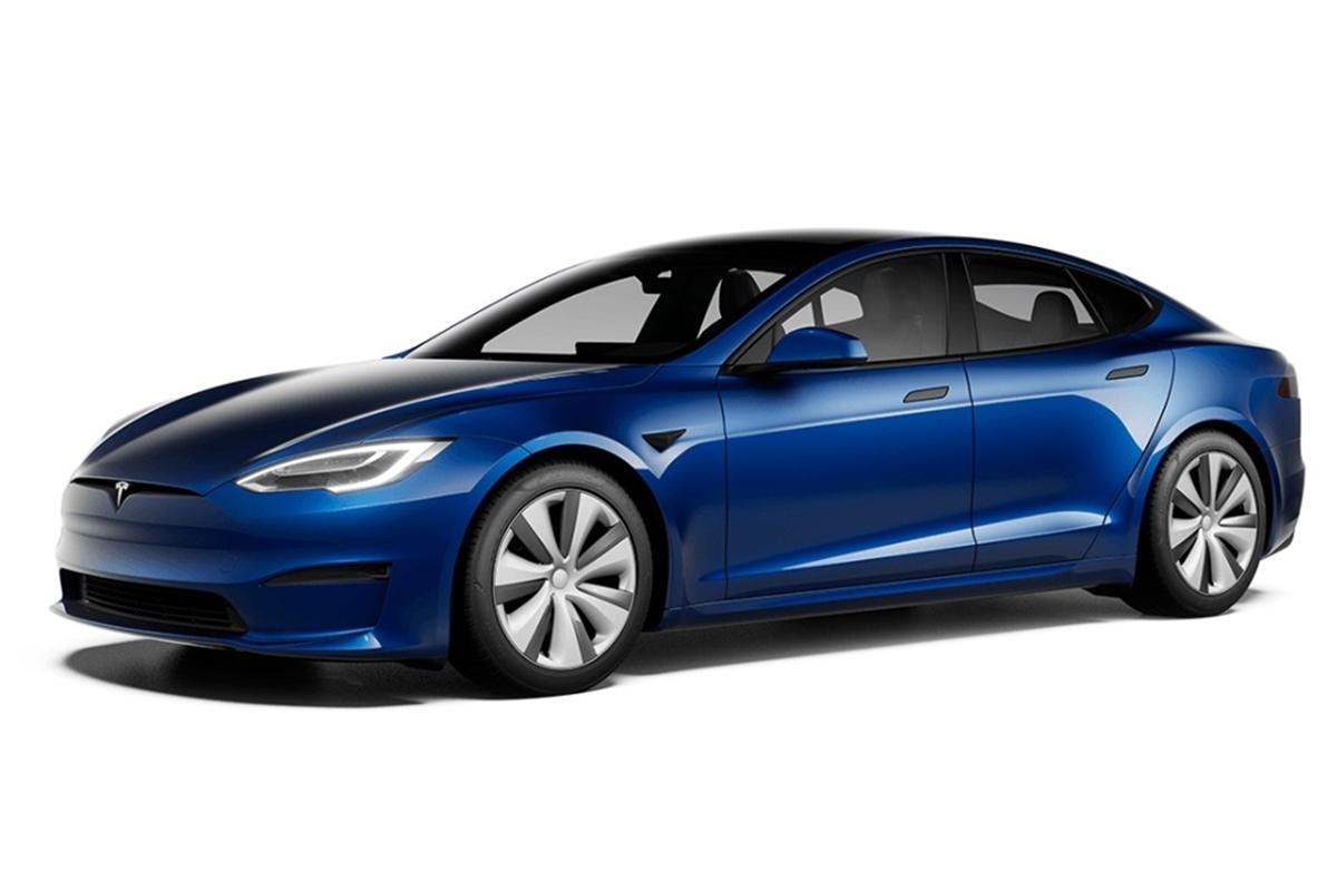 La carrocería ha sufrido ligeras modificaciones para mejorar el Cx del Model S.