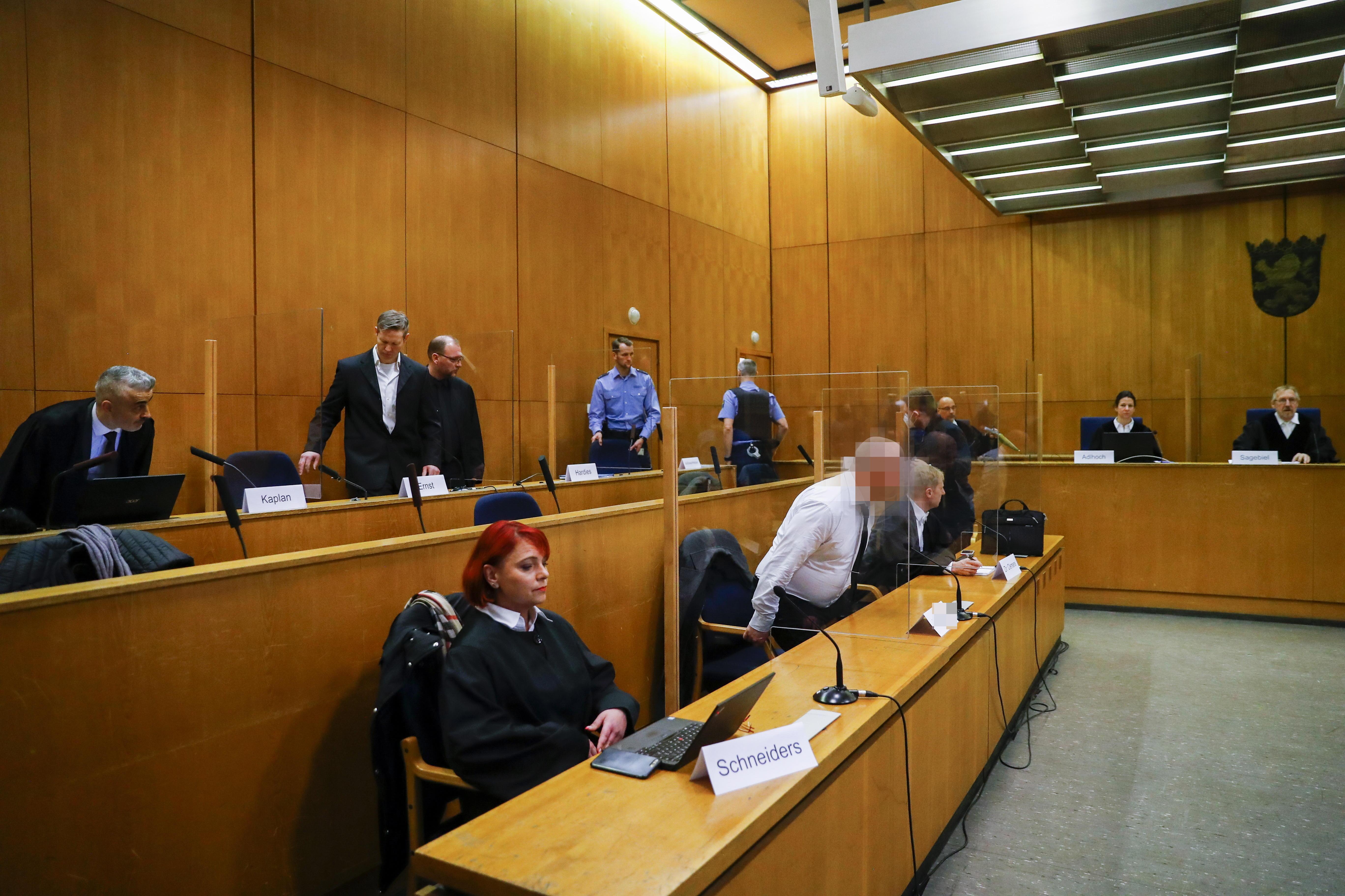 استفان ارنست این پنجشنبه به جرم قتل والتر ال در محاکمه است.