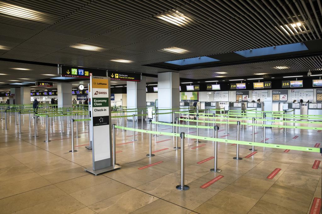 El espectáculo que ofrecen las terminales de los aeropuertos es desolador.