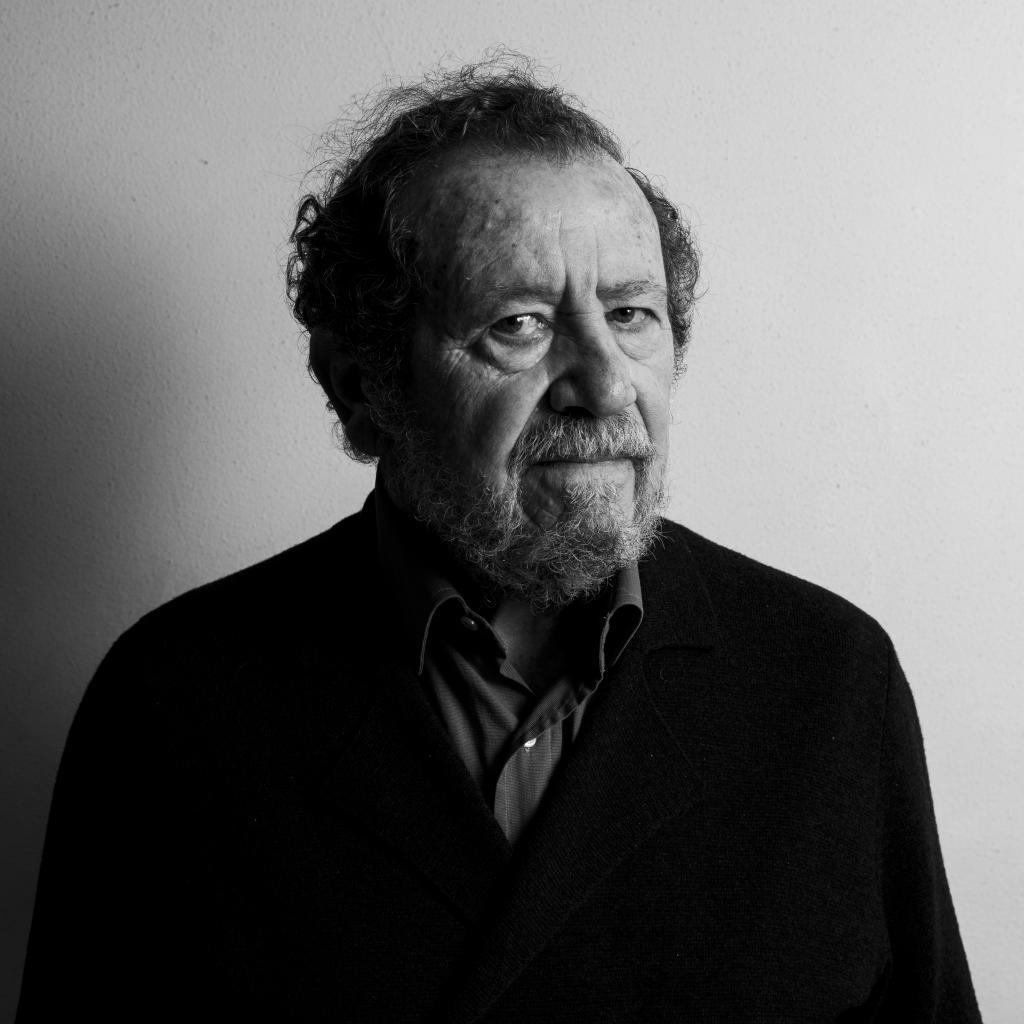 """Rafael Dávila (Madrid, 1947) afirma que no está retirado """"ni del todo, ni de todo""""."""